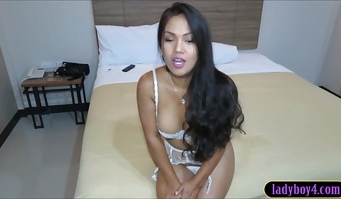 Amy Amour makes love